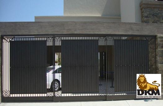 Porton de acero moderno con puertas corredizas en monterrey for Puertas corredizas de metal